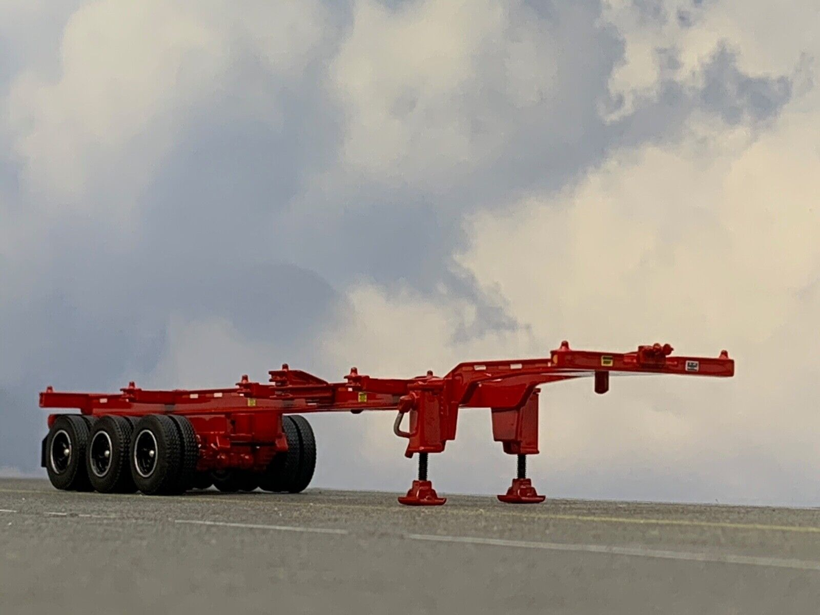 1/64 DCP RED 40' TRI AXLE CONTAINER TRAILER  1