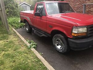 1995 Ford F-150 4.9L *5 Speed*