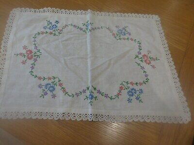 PRETTY VINTAGE WHITE COTTON LINEN SIDEBOARD DRESSING TABLE MAT 20 14in 51 X 36cm
