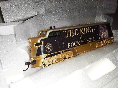 HAWTHORNE VILLAGE ELVIS KING OF ROCK N ROLL 5 PCS TRAIN SET ( BRAND NEW )