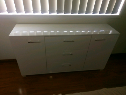 White glossy cabinet