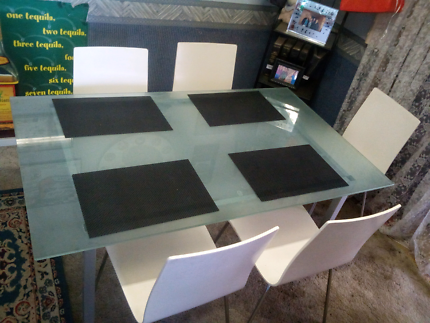 Glass table an chairs