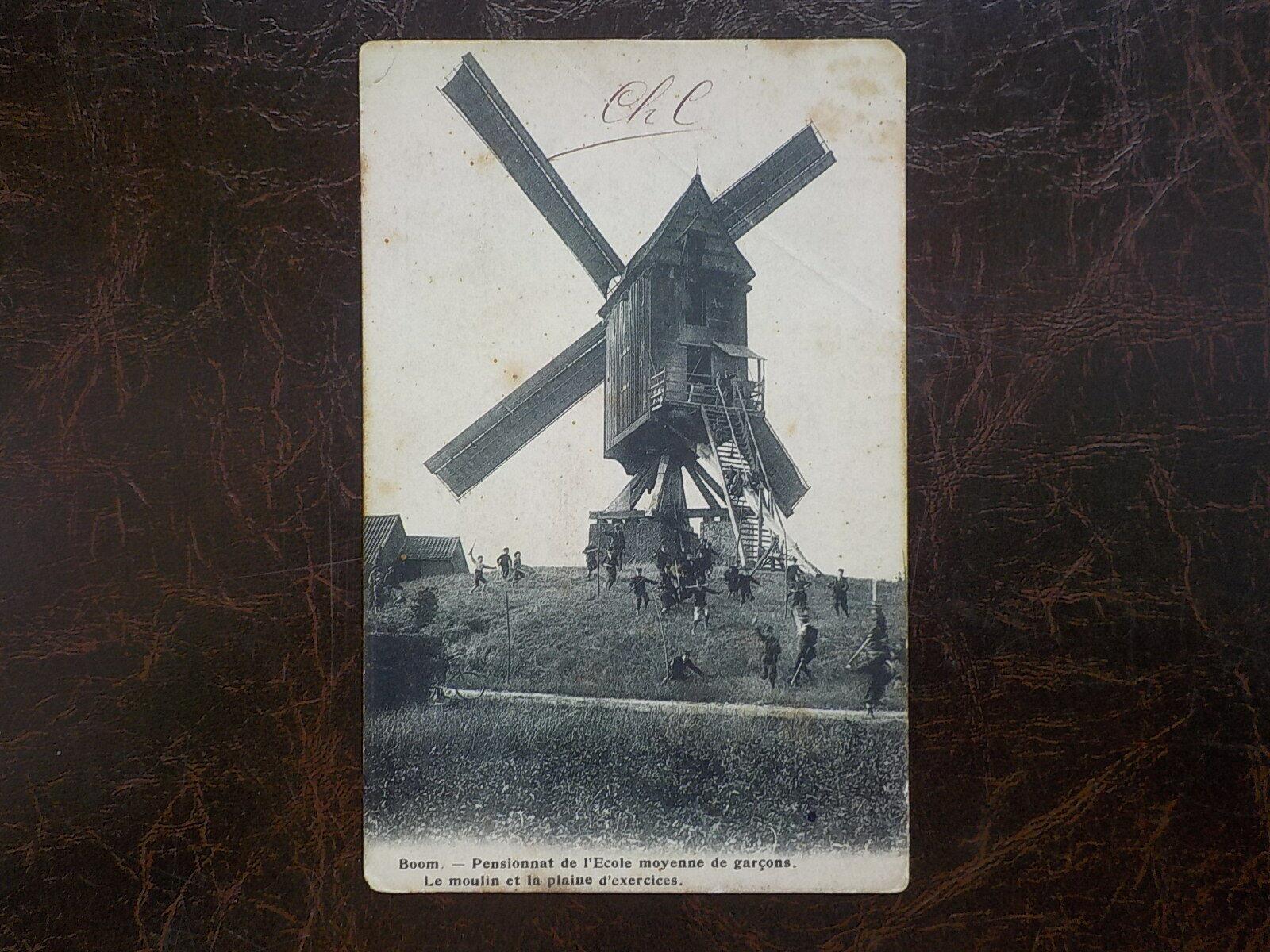 Boom     Le moulin et la plaine d'exercices