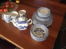 Royal Staffordshire Willow dinner set Cleve Cleve Area Preview
