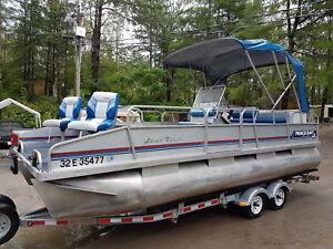 Pontoon boat 22 foot Princecraft Sport Fish 60 hp Johnson