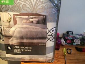 Queen size never opened bed n bag