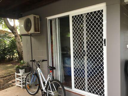 Granny flat for rent karama $300 inclusive