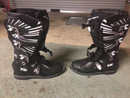Motocross/enduro boots forma terrain tx