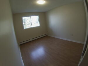Spacious Pet Friendly Two Bedroom Apartment! GREAT VALUE!Oct/Nov