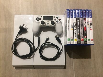 Playstation 4 w/ controller and 8 games