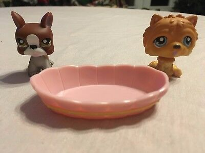 Littlest Pet Shop Pet Pairs Set (dog #117, dog #118, and pink tub/bed)