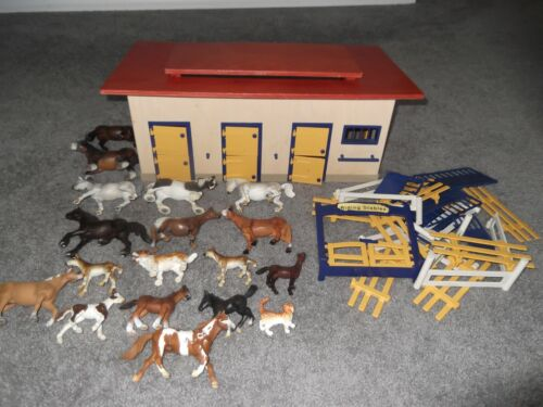 Schleich Stable Barn wit over 12 Horses and Pony