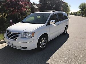 2008 Chrysler Town &country Limited Fully loaded