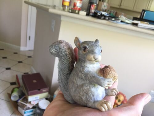 Boehm porcelain squirrel figurine 400-94 Made in Trenton NJ sitting up with nut