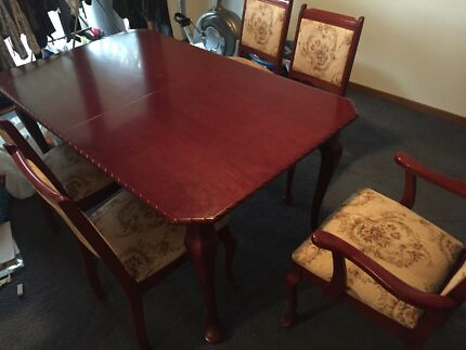Formal table & chairs Mount Riverview Blue Mountains Preview