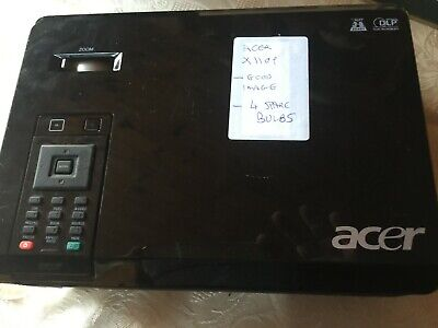 ACER 110P PROJECTOR WITH 4 SPARE BULBS!