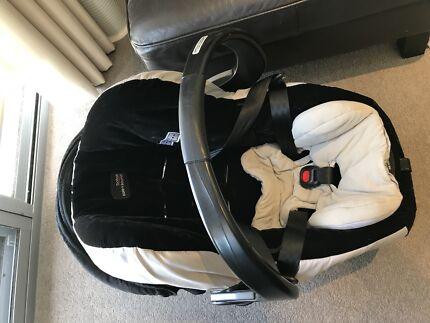 Britax Safe and Sound Capsule with Base
