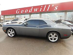 2012 Dodge Challenger R/T! HEATED LEATHER SEATS! SUNROOF!