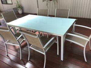 ALUMINIUM & POWDER COATED OUTDOOR SETTING TABLE & 6 CHAIRS wont rust