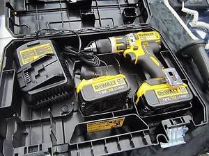 Dewalt 18V Brushless Drill Driver - 2 x Batteries 1 x Charger Frankston Frankston Area Preview