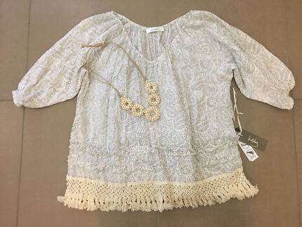 Holiday cotton blouse / top and necklace.  Size M New