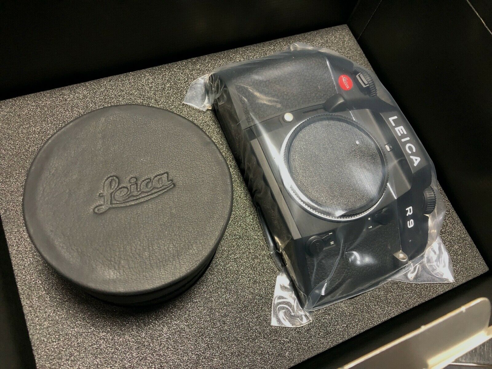 как выглядит Brand New Leica R9 Black Chrome Vario-Elmar-R 35-70mm F4 Lens Starter Set 10096 фото