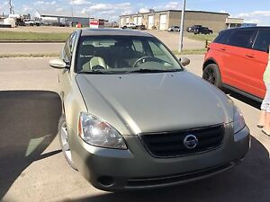 2002 Altima lady driven low kms