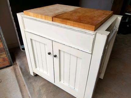 Kitchen cabinet/island
