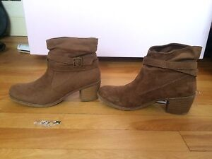 Size 6.5 American Eagle booties