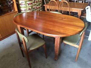Dining table, oval table, antique, vintage,kitchen,WE CAN DELIVER Brunswick Moreland Area Preview