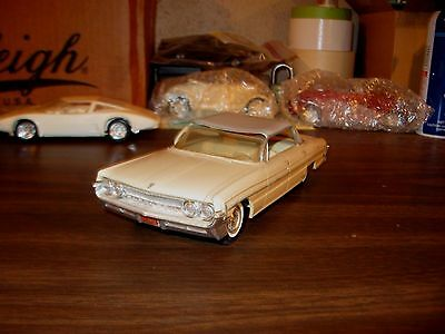 1961 Oldsmobile Super 88 4-dr HT 1/25 scale Jo-Han friction promo model