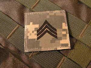 """Galons US - SERGEANT - grade scratch ACU DIGITAL rank insignia SNAKE PATCH - France - - - - - - - ..:: PATCH / ECUSSON ::.. - - - - - - """" GALONS US """" SERGEANT Monté sur """"SCRATCH"""" auto agrippant CROCHET ( mle ) - couleur ACU DIGITAL Format 5 cm x 5 cm (environ) livré NEUF en sachet - FABRIQUE EN FRANCE ( par snake patch ) - - - - - France"""