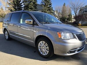 2014 Chrysler Town & Country Limited Fully loaded