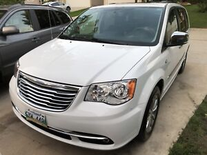 2014 CHRYSLER TOWN COUNTRY LIMITED ANNIVERSARY 66,000K
