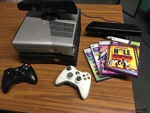 2 XBOX 360 Slims, 2 kinect, 2 controllers