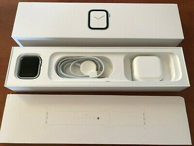 Apple Watch Series 4 40 mm Silver Aluminum Case with White Sport Band (GPS)