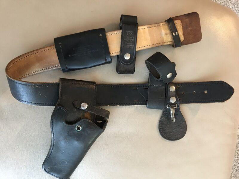 Vintage 1980 US Police Leather Gun Holster Pistol Belt, 32