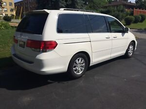 Fully loaded Honda Odyssey EX-L, Immaculate!