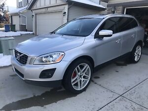 2010 Volvo XC60 AWD Loaded REDUCED