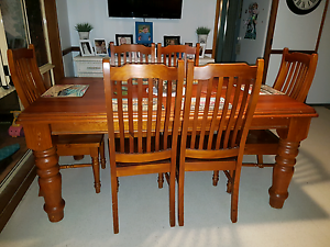 Solid wood dinning set Watanobbi Wyong Area Preview
