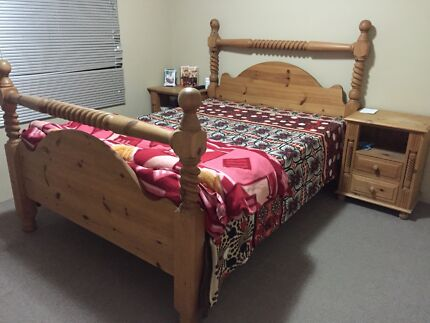 Queen size bed set with mattress