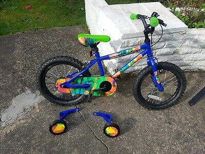 """Apollo 16"""" bike, 5-7 years, excellent condition, includes stabilizers. Pick up"""