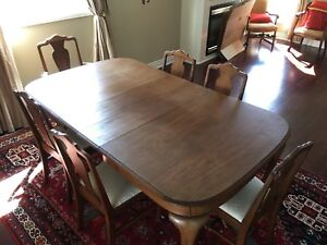Dinning room table and chairs ANTIQUE