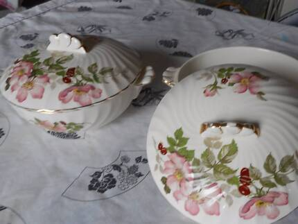 "Clarice Cliff  ""Polly Ann"" covered bowls x 2"