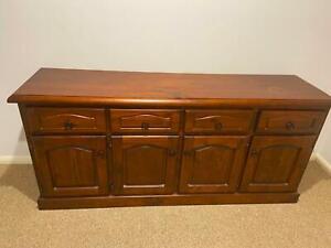 Timber buffet/cabinet