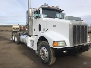 1998 PETERBILT 385 cab and chassis excellent farm truck
