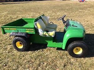 John Deere Gator 4x2 Turf - good shape manual dump box