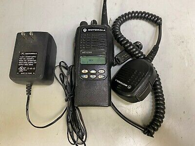 Motorola Ht1250 Uhf 450-512 Mhz 128ch 4w Aah25sdf9aa5an Wcharger And Spkr. Mic.