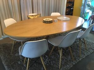 Freedom furniture 6 seater oval dining table with 6 chairs.