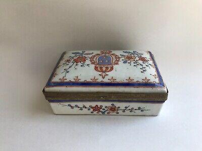 Beautiful petite Vintage Porcelain trinket box